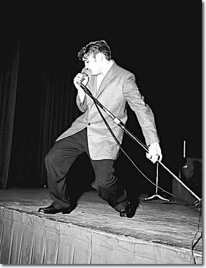 Elvis Presley: June 3, 1956 - Oakland Auditorium