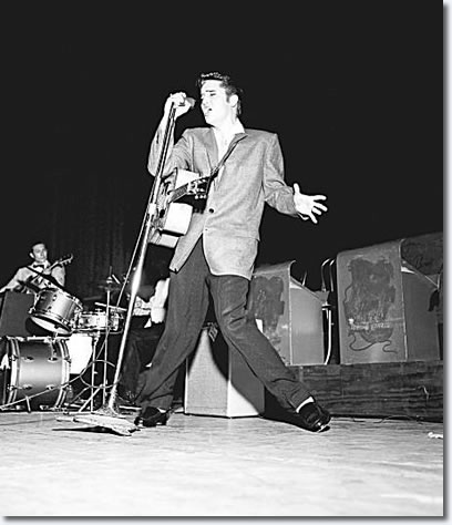 http://photos.elvispresleymusic.com.au/images/50s/1956_june_3_oakland_auditorium.jpg