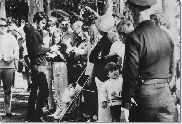 Elvis signing autographs in Magnolia Park