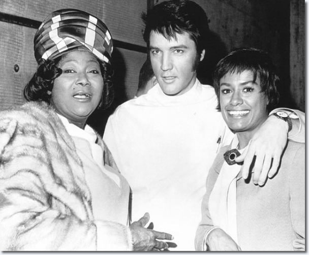 Gospel singer Mahalia Jackson, Elvis Presley and co-star Barbara McNair