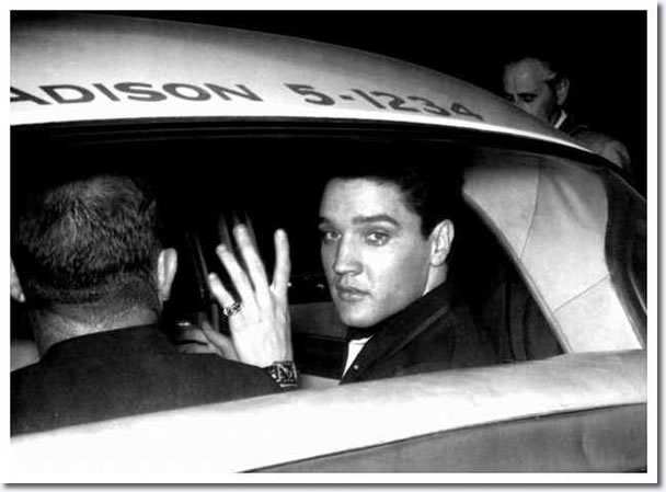April 20, 1960 : El;vis Presley : Los Angeles Airport California.