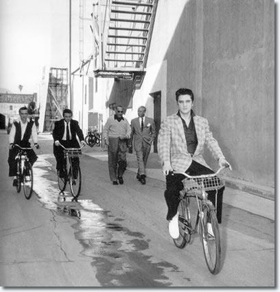 Gene Smith, Cliff Gleaves, Hal Wallis, unknown and Elvis take a trip around Paramount studios